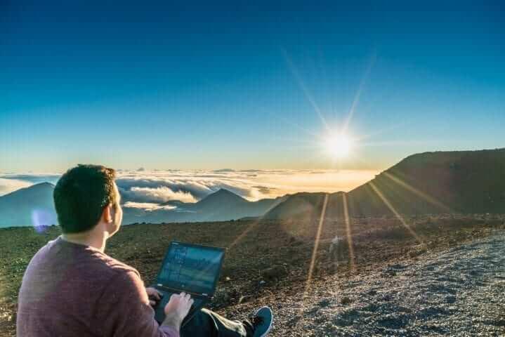 משרד בפסגת הר בהוואי - נווד דיגיטלי